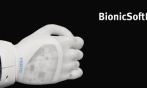 To robotyczne ramię niezwykle precyzyjnie operuje przedmiotami