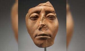 Dlaczego starożytne egipskie posągi mają ułamane nosy?