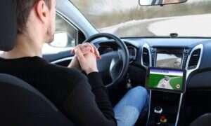 Jazda autonomicznymi samochodami usypia czujność kierowców na zagrożenia