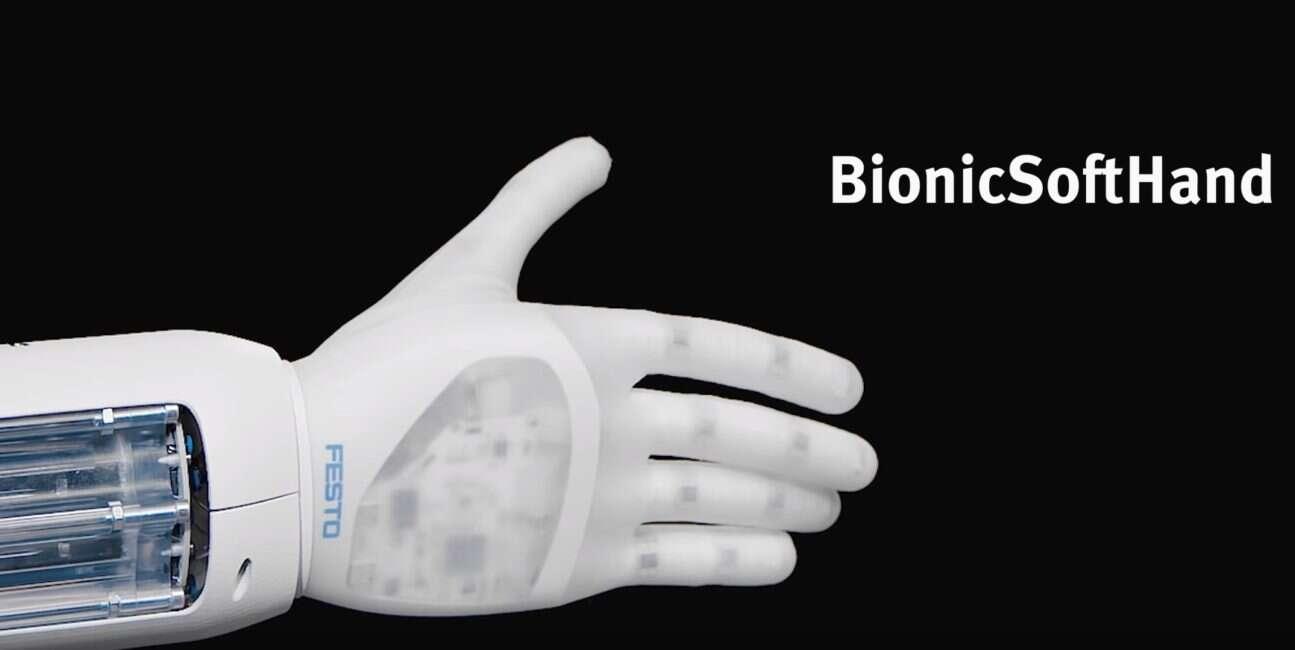 Robotyczna dłoń Festo staje się użyteczniejsza po każdej przygodzie