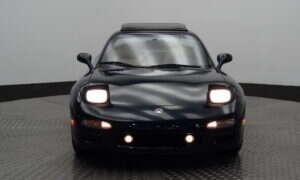Świetnie utrzymana Mazda RX-7 z 1994 roku może sprzedać się nawet za milion