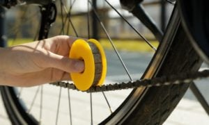 Lubri Disc ułatwia smarowanie łańcucha rowerowego