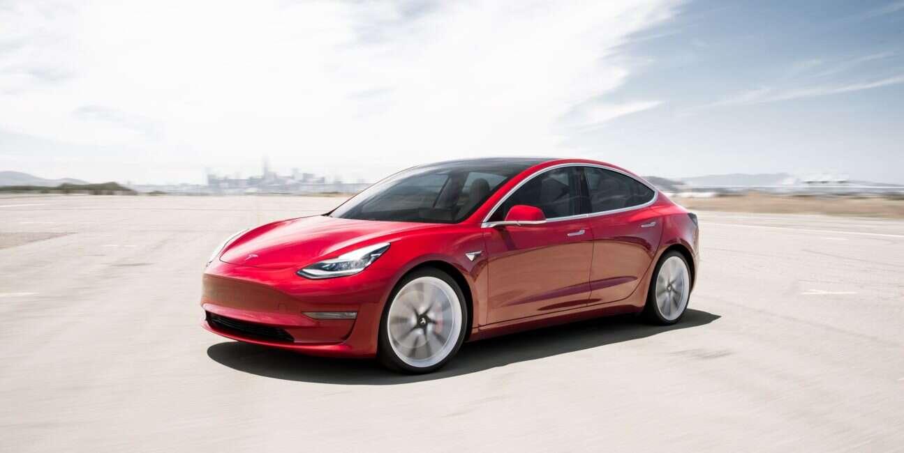 Elon Musk wyjawił tajemniczą kamerę w Tesla Model 3