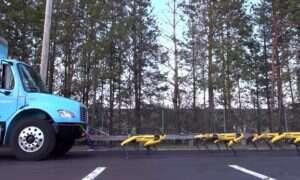 Zobaczcie jak roboty od Boston Dynamics holują ciężarówkę