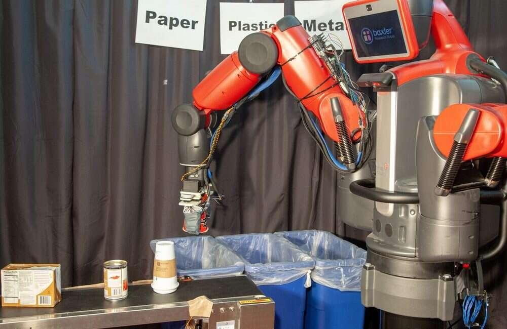 Robotyczna dłoń RoCycle rozpoznaje materiał, jaki chwyta