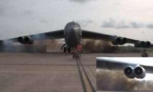 Obejrzyj, jak kontrolowane wybuchy w silnikach bombowca B-52 przyśpieszają jego odlot