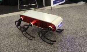 Robot Aqua2 pływa i biega dzięki swoim płetwom
