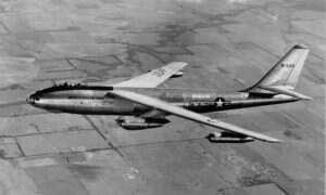 Bezmyślny popis pilota bombowca nuklearnego B-47 sprzed 60 lat mógł na zawsze odmienić stan Michigan