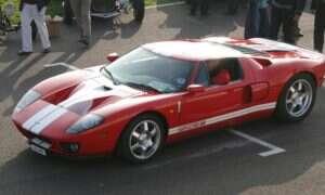 Ford GT pierwszej generacji zdecydowanie przewyższa tego z drugiej swoją V8-ką