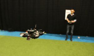 Oto najmniejszy autonomiczny dron wyścigowy