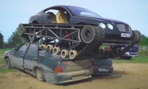 Czołg Bentley Continental GT zmiażdżył kilka samochodów