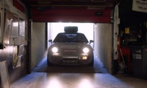 Ten egzemplarz Porsche 928 przejechał cały świat