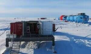 My się grzejemy, a autonomiczna stacja badawcza na Antarktydzie pławi się w śniegu