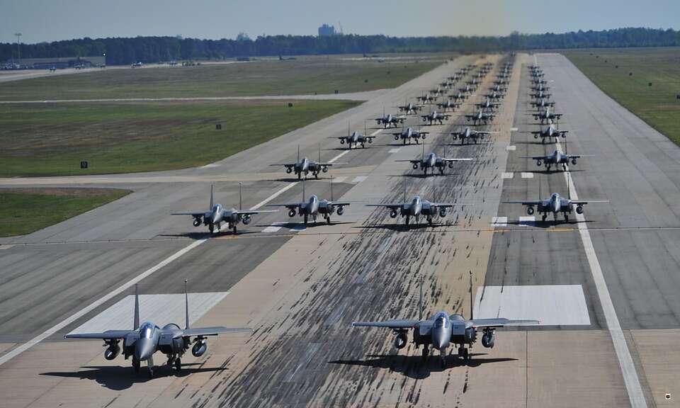 Pasy startowe z ziemi oraz bakterii w planach lotnictwa USA