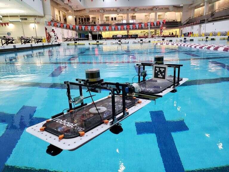 Autonomiczny robot wodny Roboat