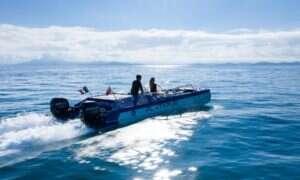 Skuter wodny Platypus Blue Ocean zabiera użytkowników nad i pod powierzchnię wody
