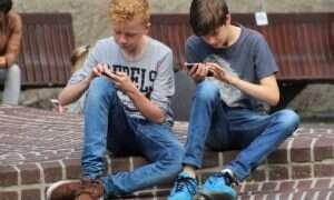 U młodych osób nad szyją rozwija się dziwny kościsty kolec – przyczyną są smartfony