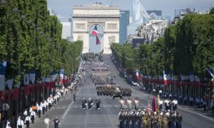 Francja zakazuje niszczenia niesprzedanej odzieży i elektroniki