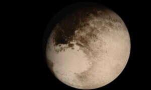 Erupcja lodowego wulkanu wyrzuciła ciekłą wodę na powierzchnię Plutona