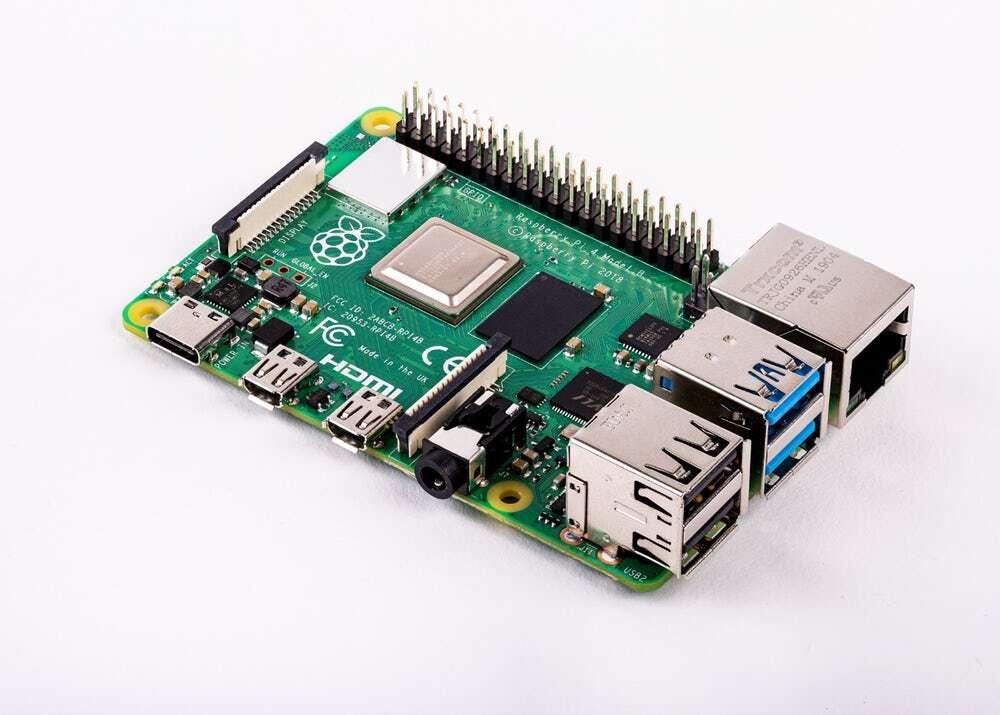 Twórca Raspberry Pi o sukcesie swoich minikomputerów w dobie niedoborów