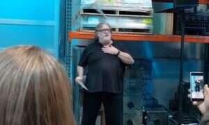 A wtedy wchodzi ON i bawi się legendą o Half-Life 3