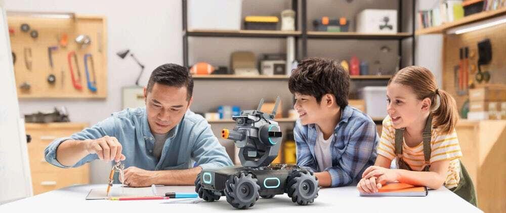 Wyścigowy, bojowy i edukacyjny robot Robomaster S1 od DJI (2)
