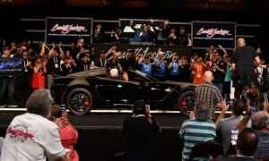 Ostatnia Corvette C7 sprzedała się za majątek