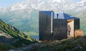 Firma On rozstawiła w Alpach niewielki domek
