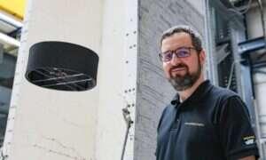 Ten dron z dwoma śmigłami wytrzymuje w powietrzu o połowę dłużej