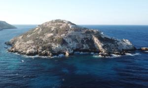 Piramida na Morzu Egejskim… wcale nie jest piramidą