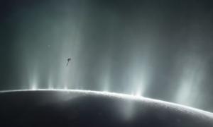 Lodowy księżyc Saturna jest w idealnym wieku do rozwinięcia życia