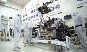 Łazik Mars 2020 pręży swoje ramię