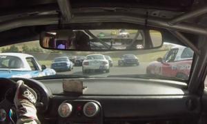 Ten kierowca Mazdy MX-5 wyprzedził 17 rywali na pierwszym okrążeniu