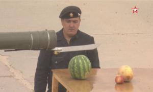 Po prostu poświęćcie chwilę na ten rosyjski czołg tnący owoce