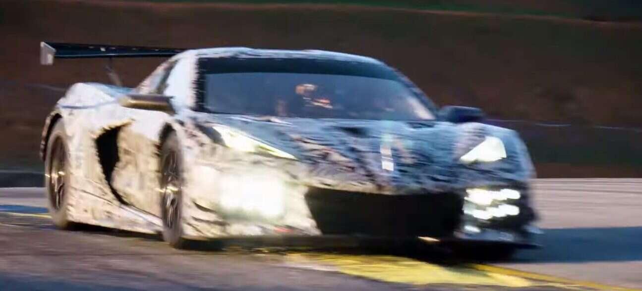 Corvette C8 w wydaniu wyścigowym i w kabriolecie