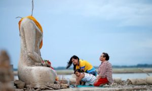 Na skutek suszy w Tajlandii ponownie odkryto podwodną świątynię