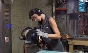 Poznajcie kobietę odpowiedzialną za jedne z najciekawszych noży domowej roboty