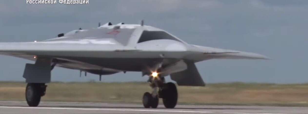 Bojowy dron Hunter z Rosji po raz pierwszy uchwycony w akcji