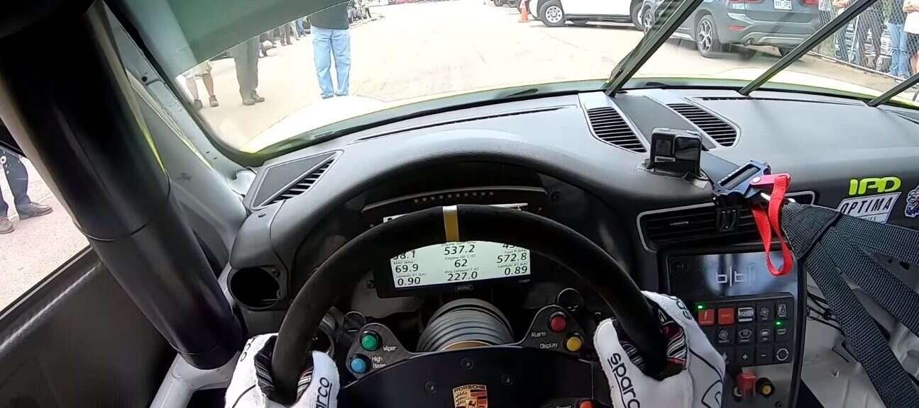 Zawitajcie do kabiny 900-konnego Porsche 911 GT3 Cup na Pikes Peak