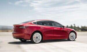Tesla zaczęła oferować ubezpieczenie dla klientów