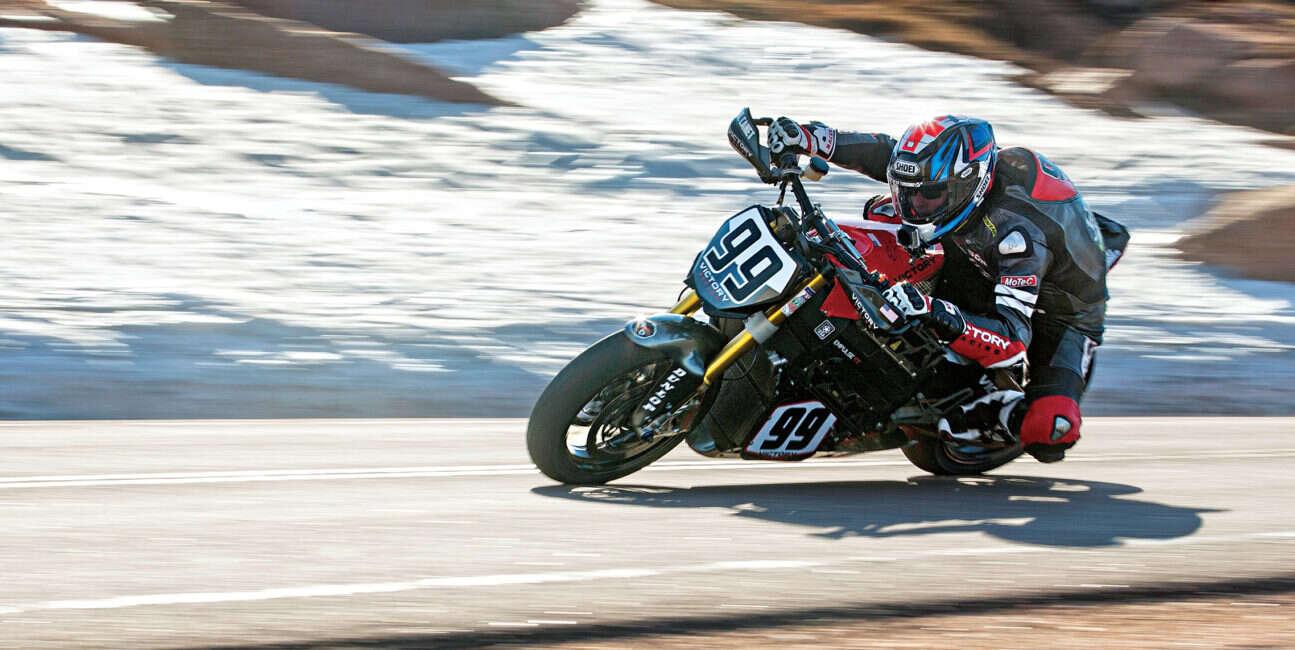 Motocykle odpadają z wyścigów Pikes Peak