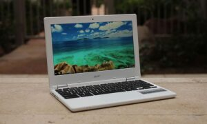 Aktualizacja Chrome OS 77 zapewnia asystenta na większości Chromebooków
