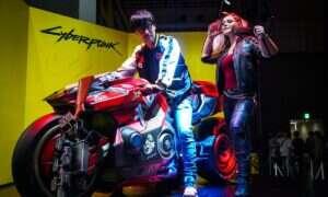 Hideo Kojima daje łapkę w górę Cyberpunk 2077