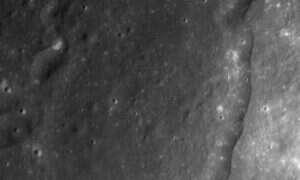 Czy uszkodzenie skorupy Księżyca wynika z uderzenia?