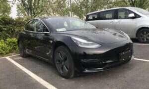 Smart Summon Tesli, czyli autonomia na parkingach