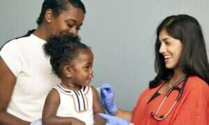 Przestrzeganie harmonogramu szczepień dla niemowląt jest w pełni bezpieczne