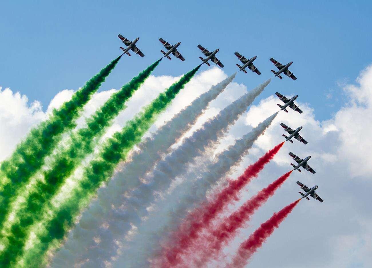 pokaz lotniczy, koronawirus, Włochy, Freece Tricolori