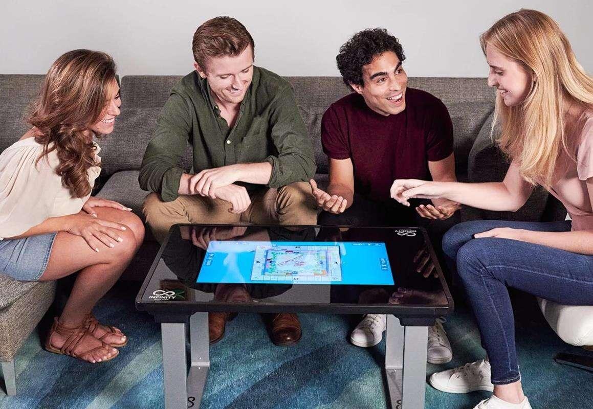 Infinity Game Table, granie w planszówki