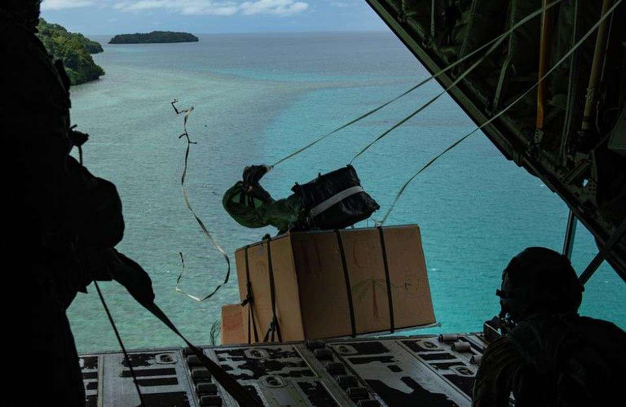 Tradycyjnie piloci USA, Operation Christmas Drop,