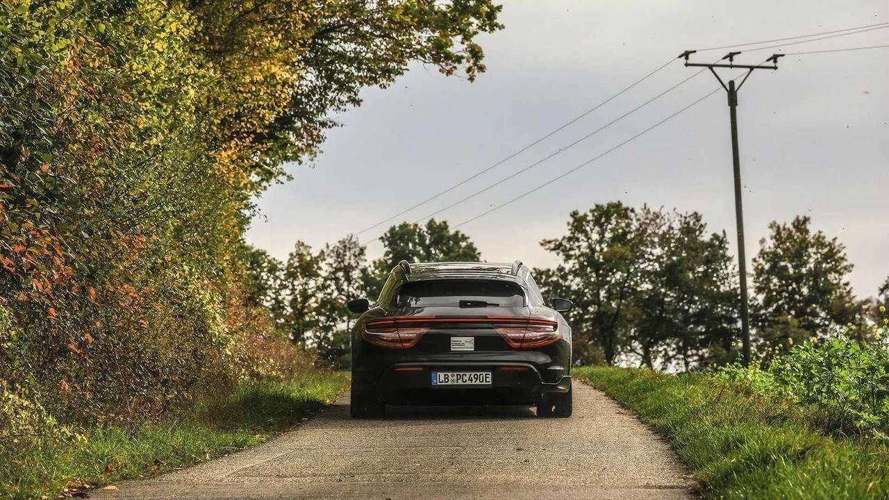 Zwiastun elektrycznego kombi Porsche, Taycan Cross Turismo